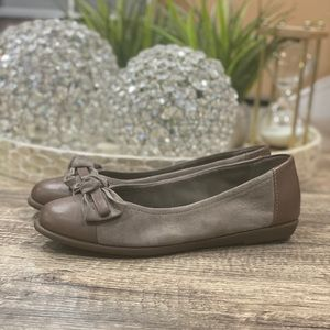 Clarks Suede Leather Flats Cap Toe Bow Ballet Shoe